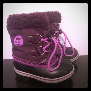 Toddler girl's Sorel snow boots